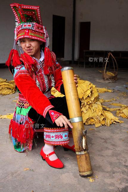 """云南烟丝烟叶手卷烟丝的文化渊源和地方民风民俗的关系,独具韵味的""""瑶族烟筒舞"""""""